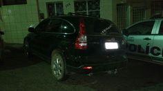 Ex-presidiário invade cena de crime no bairro do Salgado e é preso pela polícia http://www.jornaldecaruaru.com.br/2015/11/ex-presidiario-invade-cena-de-crime-no-bairro-do-salgado-e-e-preso-pela-policia/ …