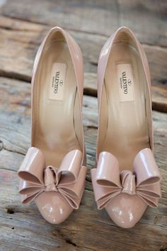 DIY Charlotte Wedding from Alively Photography - Valentino Bow pumps! These would look perfect with my prom dress. These wo - Cute Shoes, Me Too Shoes, Pretty Shoes, Fancy Shoes, Valentino Wedding Shoes, Valentino Shoes, Valentino Bridal, Valentino Garavani, Stilettos