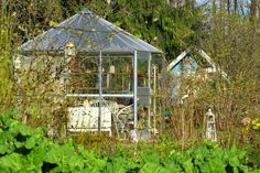 Ruusunmekko garden's greenhouse 'Lataamo' in May 2015