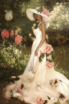 Beautiful Fairies, Beautiful Dresses, Beautiful Women, Lotus Flower Pictures, Romantic Woman, Couture Wedding Gowns, Fashion Art, Fashion Trends, Modern Photography
