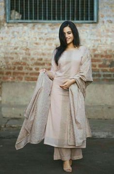 Simple&elegant Pakistani Outfits, Indian Outfits, Indian Dresses, Salwar Designs, Kurti Designs Party Wear, Indian Attire, Indian Ethnic Wear, Ethnic Dress, Simple Dresses