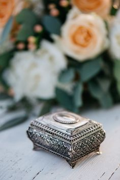 A KISS OF PEACH,  flowers, decoration, ringcase- Hellbunt Events
