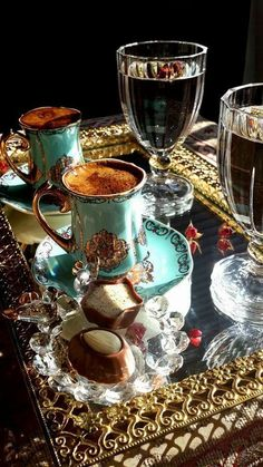 I Love Coffee, Best Coffee, My Coffee, Coffee Cafe, Coffee Drinks, Glace Fruit, Turkish Tea, Turkish Coffee Cups, Good Morning Coffee