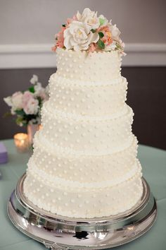 Simple white polka dot cake | Izzy Hudgins Photography #weddings
