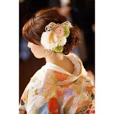 #weddingreport ...披露宴24 お色直し♡色打掛 * 新郎ちゃんがお祖母さんと 退場しているあいだに… 私は超高速で!!*(^o^)/* お色直ししていただきました♡ * ヘアはこんな感じ♪ 髪飾りは手作りしたボールブーケと 同じ花材で♡(←造花です) 結納で使った、組紐の髪飾りも大活躍♡ #お色直し #色打掛 #打掛 #和装 #和婚 #波ウェーブ #ゆるふわシニヨン #シニヨン #うつぎマジック #ブライダルヘア #ウェディングヘア #花嫁ヘア #thetreatdressing #トリートドレッシング #treatdressing #プレ花嫁 #卒花 #2016挙式 #2016春婚 #2016swd #2016wedding #京都婚 #日本中のプレ花嫁さんと繋がりたい #ウェディングニュース #WNブライダルヘア