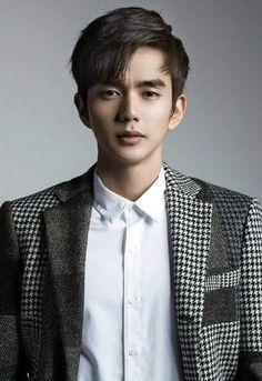 Yoo Seung Ho comma hair trend how to: style this look Korean Male Actors, Handsome Korean Actors, Korean Celebrities, Asian Actors, Yoo Seung Ho, Drama Korea, Korean Drama, Lee Dong Wook, Ji Chang Wook