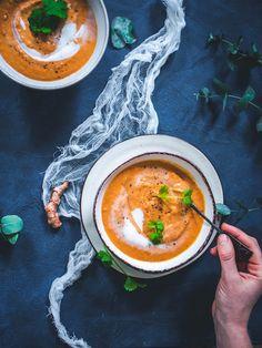 Tomaatti-kookos-linssikeitto (V, GF) – Viimeistä murua myöten Vegan Recipes Easy, Veggie Recipes, Wine Recipes, Vegetarian Recipes, Veggie Food, Food Crush, Everyday Food, Easy Cooking, Main Meals