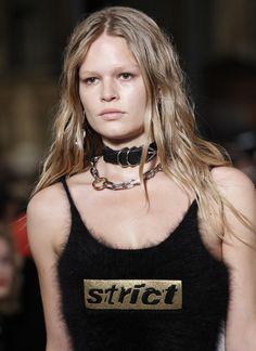 Les colliers néo punk 90's du défilé Alexander Wang