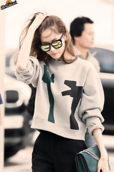 Image about kpop in ★ im yoona ★ by ばか✧ on We Heart It Snsd Airport Fashion, Snsd Fashion, Ulzzang Fashion, Girl Fashion, Fashion Outfits, Fashion Men, Sooyoung, Yoona Snsd, Japanese Fashion
