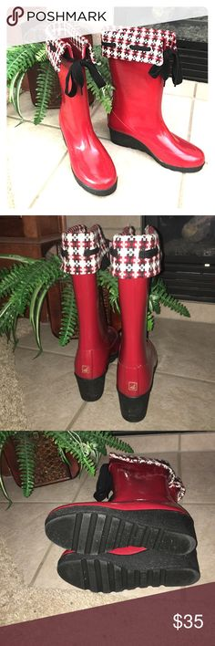 🆕 Listing Sperry Rain boots Re-Posh these boots are in great condition. I bought them thinking I would wear them and never wore them. Sperry Shoes Winter & Rain Boots