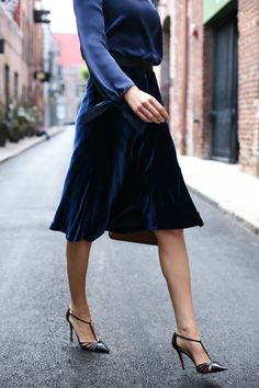 Favorite Fall Trends: Satin and Velvet Velvet Midi Skirt, Midi Flare Skirt, Modest Fashion, Unique Fashion, Fashion Outfits, Fashion Ideas, Nyc Fashion, Office Fashion, Spring Fashion