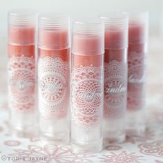 Homemade rose flavoured lip balm tutorial by Torie Jayne I adore the lace labels! However, I don't think I want my lip balm to taste like flowers Lip Gloss Homemade, Diy Lip Gloss, Homemade Moisturizer, Homemade Skin Care, Homemade Beauty, Lip Balm Packaging, Lip Balm Labels, Diy Lip Balm, Diy Beauty Hacks