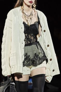 Dolce & Gabbana Fall 2020 Ready-to-Wear Collection - Vogue Fashion Details, Look Fashion, High Fashion, Fashion Show, Fashion Outfits, Fashion Design, Fashion Weeks, 70s Fashion, Milan Fashion