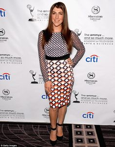 From geek to glam! Mayim Bialik is a far cry from her nerdy Big Bang Theory alter ego in a chic geometric dress and heels at Emmy event Star Trek Outfits, Big Bang Theory Actress, Celebrity News, Celebrity Style, Mayim Bialik, The Emmys, Fashion Deals, Red Carpet Looks, Chic Dress
