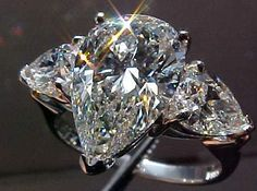 My Dream wedding ring. I love Pear cuts Cute Jewelry, Bridal Jewelry, Jewlery, Pear Shaped Diamond, Pear Diamond, Dream Engagement Rings, Luxury Jewelry, Beautiful Rings, Bling