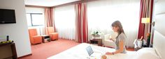 EXECUTIVE KAMER is een  elegante en ruime kamer van 39m2. Ontworpen volgens de hoogste standaard en voorzien van de nieuwste technologieën. http://www.hotel-rotterdam-blijdorp.nl/nl/kamers-suites/executive-kamer/