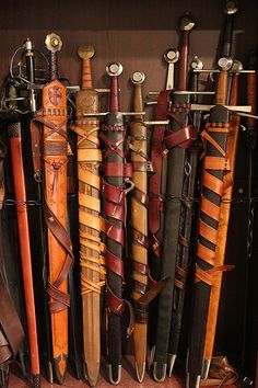 Swords in scabbards – katana Swords And Daggers, Knives And Swords, Vikings, Armadura Medieval, Templer, Medieval Weapons, Arm Armor, Fantasy Weapons, Medieval Fantasy