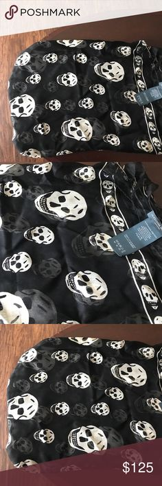 Alexander McQueen skull scarf This practically brand new scarf. I never used it, was really just in my closet. It is wrinkled but with a little touch up it's good as new. Alexander McQueen Accessories Scarves & Wraps
