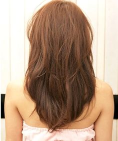 Delicate Medium Layered Hairstyles for Women to Get A Modish Look