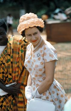 Queen Elizabeth II in pearls, during a 1961 royal tour of Ghana. God Save The Queen, Hm The Queen, Royal Queen, Her Majesty The Queen, Windsor, Reine Victoria, Queen Victoria, Princess Margaret, Princess Kate