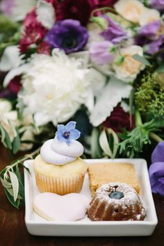 Sweet wedding treats: http://www.stylemepretty.com/california-weddings/cupertino/2015/11/15/romantic-northern-california-winery-inspiration-shoot/ | Photography: http://retrospectimages.com/