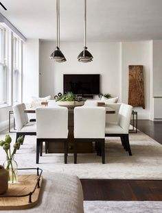 This modern apartment was designed by interiors studio Chango & Co., located in the Flatiron District, a neighborhood in Manhattan, New York. White Dining Table, Square Dining Tables, Dining Room Table, Dining Area, College Living Rooms, Small Living Rooms, Apartment Living, Men Apartment, Apartment Interior Design