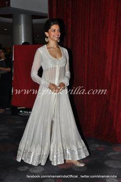 Shahrukh Khan and Deepika Padukone launch Chennai Express trailer White Anarkali, Anarkali Dress, Indian Attire, Indian Wear, Pakistani Outfits, Indian Outfits, Indian Designer Outfits, Designer Dresses, Indiana