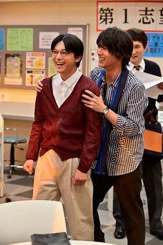 (画像3/13)コント中の動きでふざける2人 Ryo Yoshizawa, Taishi Nakagawa, Prepping, News, Actors, Handsome Guys, Style, Life, Pretty Boys