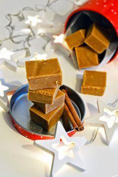 Cinnamon & vanilla fudge // Kaneli-Vaniljafudge  http://maistuumakialle.blogspot.fi/2014/12/kaneli-vaniljafudge.html