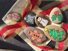 Story Stones Christmas by LittlePebbleDesigns on Etsy Pebble Painting, Pebble Art, Stone Painting, Rock Painting, Seashell Painting, Christmas Rock, Christmas Crafts, Father Christmas, Christmas Tree