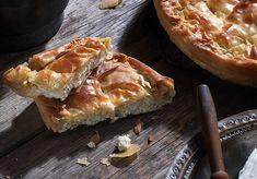 ρουμελιώτικη τυρόπιτα με αυγά και γάλα παραδοσιακη πίτα συνταγη Food Categories, Greek Recipes, Hot Dog Buns, Feta, Appetizers, Pie, Bread, Vegetables, Desserts