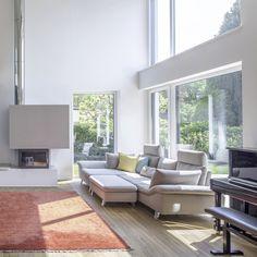 #internorm #bigwindow #sunshine Outdoor Furniture Sets, Outdoor Decor, Natural Materials, Windows, Patio, Design, House, Home Decor, Tecnologia