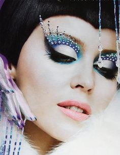 Kylie Minogue make-up Exotic Makeup, Beauty Makeup, Eye Makeup, Queen Makeup, Disco Makeup, Runway Makeup, Make Up Looks, Kylie Minogue, Maquillage Halloween