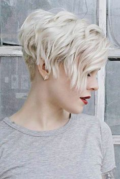 30 Popular Short Blonde Hairstyles: #30. Cool Wavy Short Hairstyle; #shorthair; #blondehair; #blonde