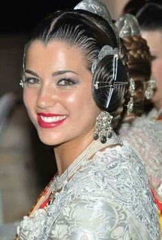 Fallera Traditional Outfits, Hairstyles, Crown, Culture, Jewelry, Fashion, Suits, Hairdos, Haircuts