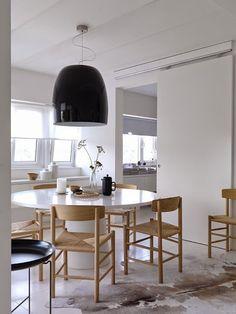 Casinha colorida: Sala de jantar: mesas redondas