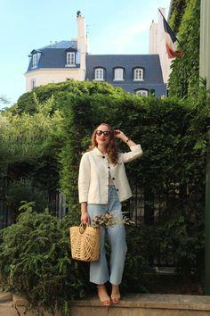 Jean clair flare veste Claudie Pierlot panier en rotin et chaussures en jute.  Par Maria blogueuse mode et lifestyle Parisienne @marialesapparences on Instangram/ lesapparences.com #fashion