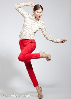 """Here we tell you how to wear a pair of red pants with a printed shirt to flaunt a semi formal look. Read on to know how to wear bright pants in a muted manner rather than going """"in your face"""". Fashion Now, Red Fashion, Bright Pants, Androgynous Look, Wear Red, Cool Style, My Style, Formal Looks, Red Pants"""