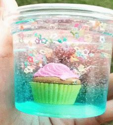 Clear blue stary slime with a delicious cupcake inside Diy Crafts Slime, Slime Craft, Galaxy Slime, Slimy Slime, Water Slime, Edible Slime, Slime Pictures, Perfect Slime, Homemade Slime