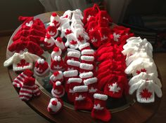 Knitted minis for  Canadian Christmas tree How adorable!