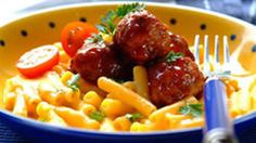 Nothing beats the taste of homemade meatballs, and served with macaroni and cheese this dinner is a real treat for the kids. Beef Recipes For Dinner, Macaroni Cheese, Romantic Recipes, Pasta, Lunch, Treats, Homemade, Breakfast, Ethnic Recipes