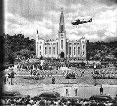 Aspecto de la Plaza Santiago Mariño, antiguo crucero de Pagüita, mientras se rendían los honores de la Aviación Militar de Venezuela. 1955, inauguración.