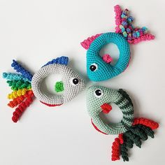 Ravelry: Hæklet Fiskerangle pattern by Anne Bank Nielsen Fish Rattle by Anne Bank Nielsen The crochet fishrattle is a tiny playfish for small hands. A free crochet pattern of a fish rattle. Do you also want to crochet this fish rattle? Crochet Pikachu, Crochet Fish, Crochet Baby Toys, Crochet Baby Booties, Crochet Toys Patterns, Crochet Gifts, Cute Crochet, Crochet For Kids, Amigurumi Patterns