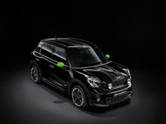 Mini Countryman Ray Not too sure about those green mirrors ;)