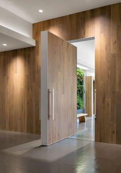 Large pivot door - Office in San Francisco by Feldman Architects