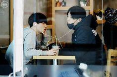 150115 Jinhwan & Bobby @ CAFE © KIMJIWONDOTCOM | do not edit or remove the logo.
