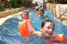 Espace aqualudique couvert, camping, hôtel, cabanes dans les arbres, cabanes sur l'eau, domaine des ormes, activités, loisirs, animation, nature, vacances, séjour, bretagne