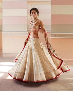 Tarun Tahiliani's Spring Summer Collection Is Perfect For Weddings Latest Saree Blouse, Saree Blouse Designs, Raw Silk Lehenga, Indian Aesthetic, Summer Wedding Outfits, Tarun Tahiliani, Saree Look, Indian Couture, Bridal Looks