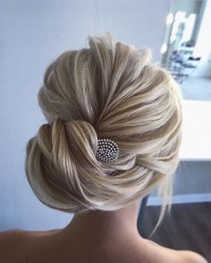 Bridal updo hairstyles,hairstyles,updos ,wedding hairstyle ideas,updo hairstyles, messy wedding updo hairstyles #PromHairstylesBun #weddinghairstyles