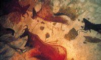 En la región de Aquitania, en el valle de Vézère, se encuentra un lugar prehistórico único. Ciento cuarenta y siete yacimientos, de los cuales muchos han dado su nombre a períodos del paleolítico. Destaca la gruta de Lascaux, descubierta en 1940. Las cuatro galerías de la gruta albergan varios centenares de pinturas. La mayoría datan del periodo Auriñaciense y otras del Magdaleniense.